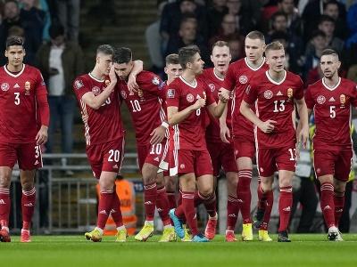 Maďarskí futbalisti sa tešia z gólu do siete Anglicka