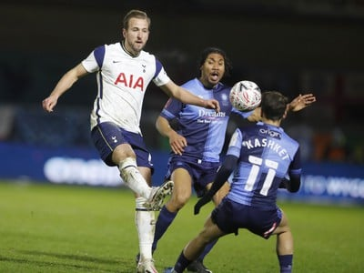 Harry Kane a Scott Kashket
