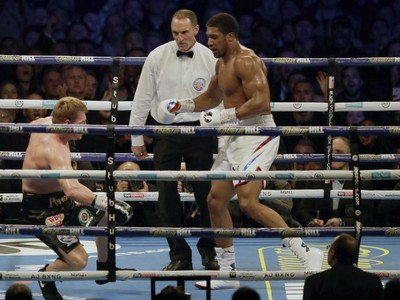 Šampión Joshua zdolal Povetkina technickým KO