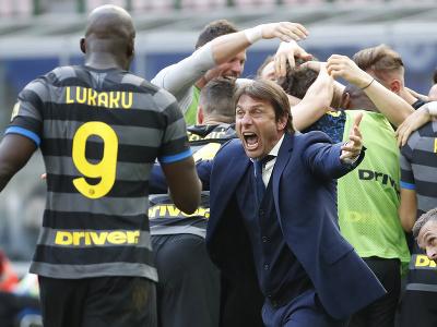 Futbalisti Interu Miláno sa radujú z výhry