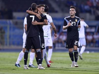 Hráči Argentíny oslavujú gól