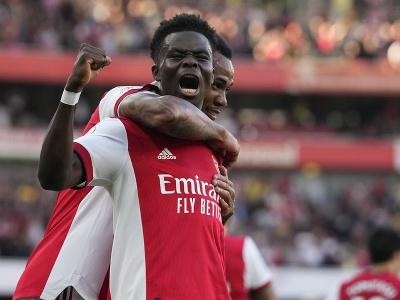 Hráči Arsenalu oslavujú gól