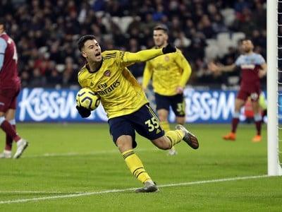 Gabriel Martinelli oslavuje gól