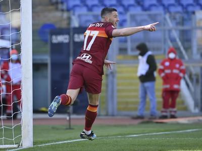 Jordan Veretout oslavuje gól