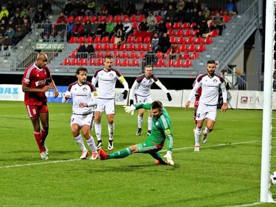 Rangelo Maria Janga, hráč AS Trenčín, dáva prvý gól