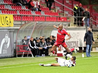 Rangelo Maria Janga, hráč AS Trenčín (hore)