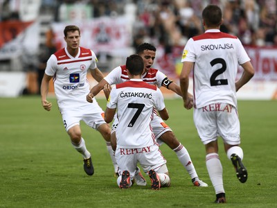 Na snímke radosť hráčov AS Trenčín