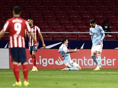 Santi Mina oslavuje gól do siete Atlética Madrid