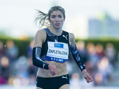 Slovenská atlétka Emma Zapletalová v behu na 400 metrov cez prekážky na atletickom mítingu P-T-S v Šamoríne