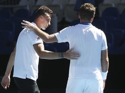Márton Fucsovics a Stan Wawrinka (vpravo) po vzájomnom zápase