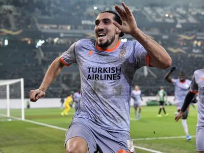 Enzo Crivelli oslavuje gól Basaksehiru
