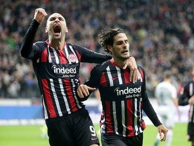 Futbalisti Eintrachtu Frankfurt zdolali