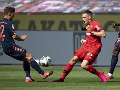 Florian Wirtz (v červenom)