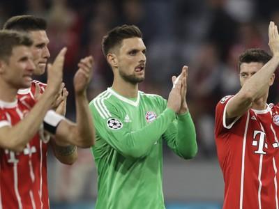 Smutní hráči Bayernu ďakujú fanúšikom