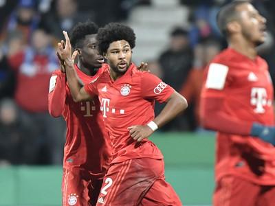 Hráči Bayernu sa radujú z gólu