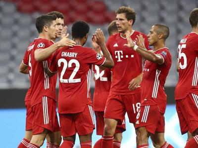 Hráči Bayernu oslavujú gól
