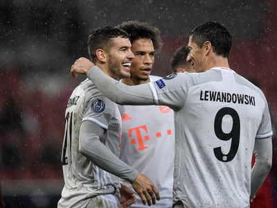 Hráči Bayernu pri oslave gólu