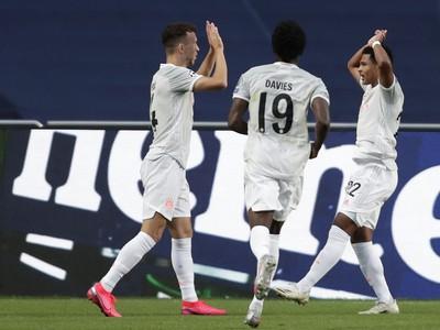 Ivan Perišič oslavuje gól so spoluhráčmi