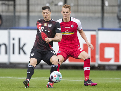 Robert Lewandowski a Philipp Lienhart
