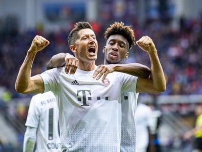 Robert Lewandowski oslavuje gól Bayernu