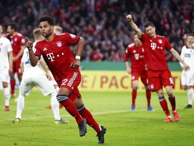 Serge Gnabry oslavuje gól