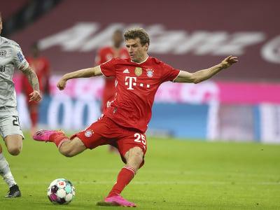Thomas Muller strieľa gól