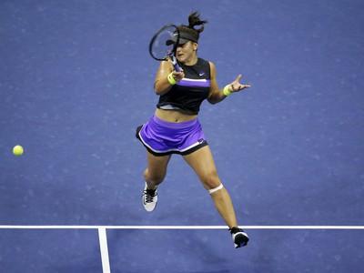 Bianca Andreescuová zdolala v semifinále Belindu Benčičovú