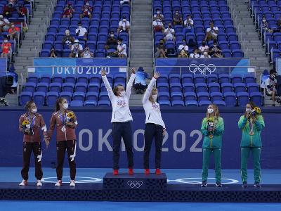 České tenistky Barbora Krejčíková s Kateřinou Siniakovou získali na OH 2020 v Tokiu zlaté medaily v ženskej štvorhre.