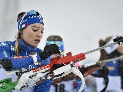 Talianska biatlonistka Dorothea Wiererová počas pretekov s hromadným štartom