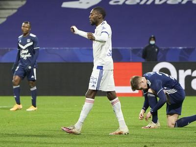 Karl Toko Ekamb sa teší z gólu