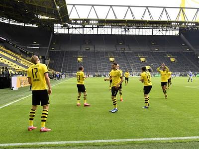 Hráči Borussie oslavujú gól