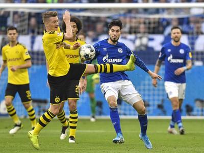 Momentka zo zápasu FC Schalke 04 - Borussia Dortmund