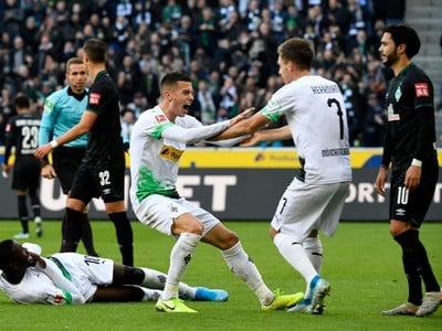 László Bénes oslavuje gól