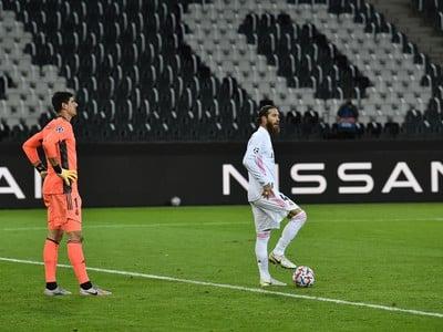 Sergio Ramos a Thibuat Courtois