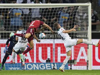 Robert Lewandowski strieľa gól