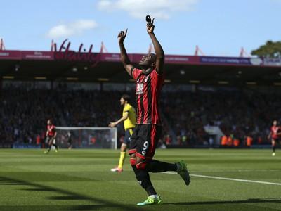 Benik Afobe oslavuje gól