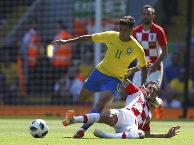 Sime Vršaljko a Philippe Coutinho v súboji o loptu