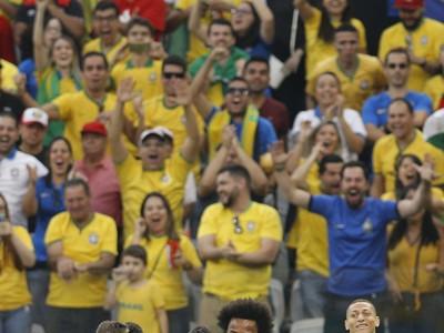 Dani Alves a jeho gólové oslavy so spoluhráčmi