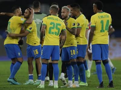 Brazílski spoluhráči oslavujú víťazstvo