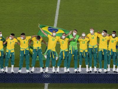 Futbalisti Brazílie oslavujú obhajobu