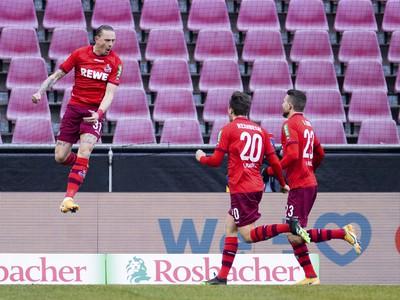 Marius Wolf oslavuje gól