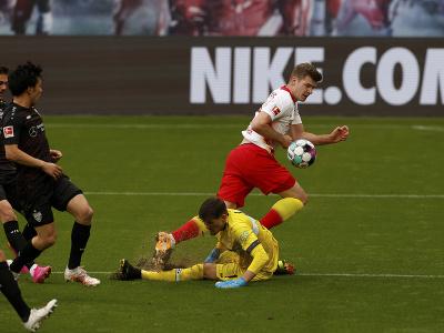 Alexander Sorloth vs. Gregor Kobel