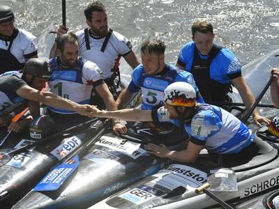 Na snímke všetci pretekári kategórie C2, ktorá sa ruší