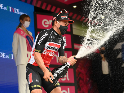 Caleb Ewan oslavuje etapový triumf