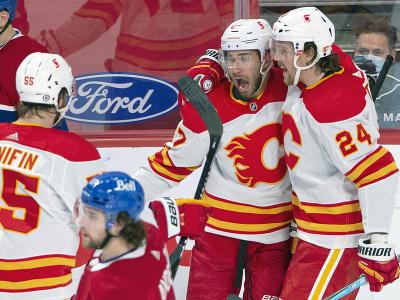 Hráči Calgary Flames oslavujú