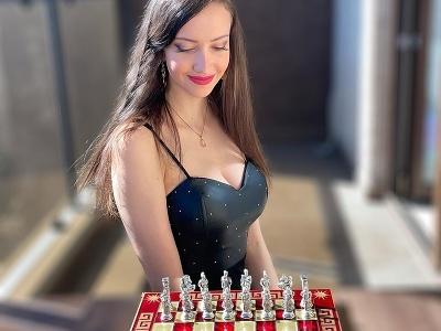 Sexi šachistka Cécile Haussernotová