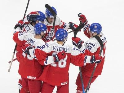 Českí mladíci sa tešia z gólu