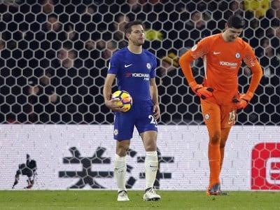 Thibaut Courtois a frustrovaní hráči Chelsea