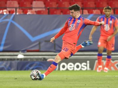 Mason Mount z Chelsea Londýn strieľa gól