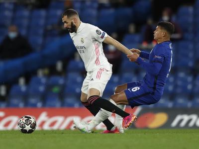 Karim Benzema a Thiago Silva v súboji